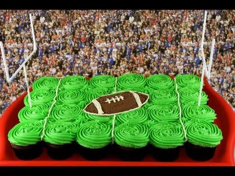 Superbowl Cake - NFL Football Pullapart Cupcake Cake: Cupcake Pullapart, Cupcake Addiction, Football, Cupcakes Cakes Frostings, Pulled Apartment Cupcake, Cupcake Cakes, Cakes Cupcakes Pullapart, Apartment Cakes, Channel Mycupcakeaddict