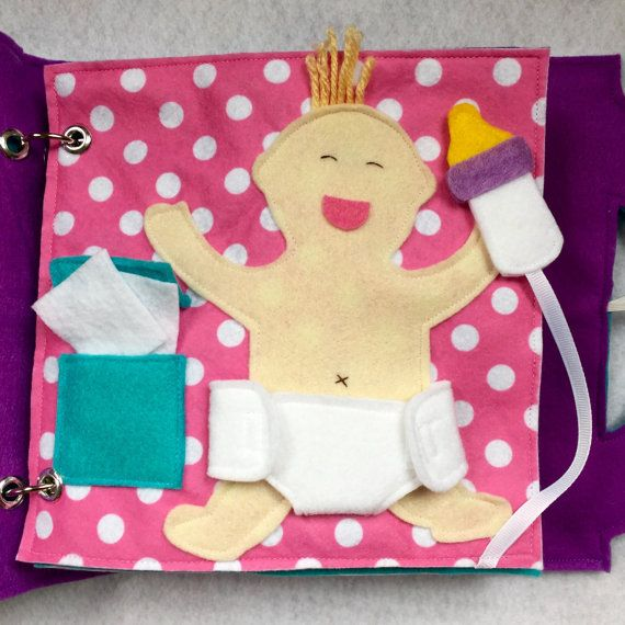 «Le bébé de couche» - une seule page pour ajouter à votre livre personnalisé! La page parfaite pour un nouveau grand frère ou une sœur. Amusez-vous à faire semblant et de jouer à changer le bébé. Ouvrir et fermer la couche et utiliser les lingettes - et nourrir bébé une bouteille! Couche s'attache avec Velcro et bouteille se fixe à la page avec Velcro.  Livres déveil sont une excellente façon de garder vos petits occupés et lapprentissage au cours de léglise, médecin rendez-vous, voyages…