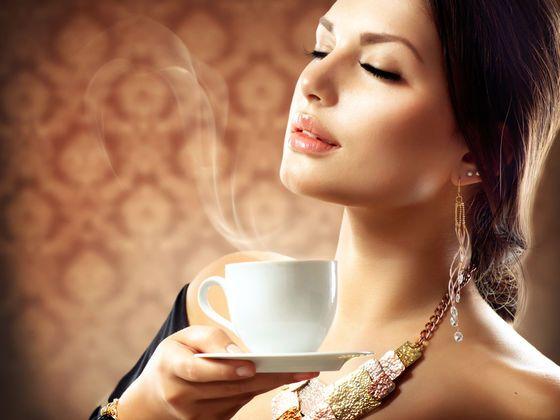 كشفت دراسة أميركية حديثة أن النساء الأكبر سناً اللاتي يشربن من كوبين إلى ثلاثة أكواب من القهوة يومياً قد يصبحن أقل عرضة للإصابة بالخرف وغيره من أشكال الضعف الإدراكي والمعرفي . الدراسة أجراها باحثون…