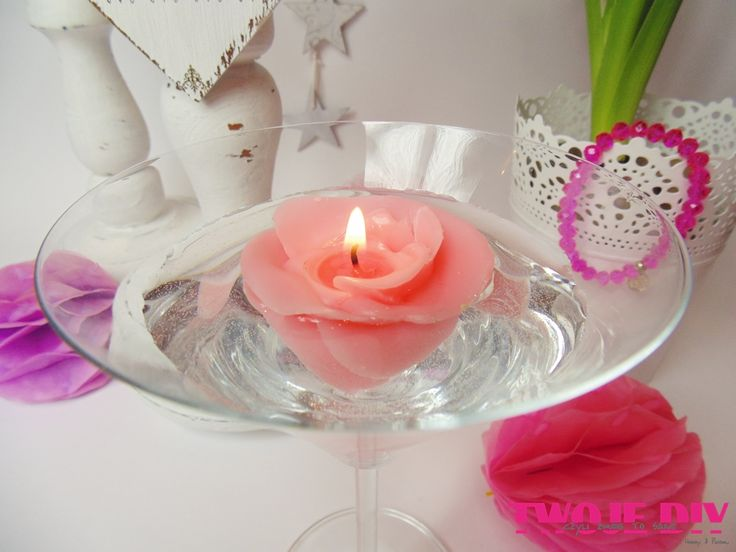 Jak zrobić pływające świeczki? Nic trudnego, a jak zrobić świeczki róże i żeby jeszcze pływały? Okazuje się, że też nie trudno. Na wszystko jest sposób i technika. Dzisiaj pokażę Wam prosty sposób na oryginalne pływające świeczki, z których można tworzyć wiele dekoracji na różne okazje.Oczywiście miałam odpoczywać przy sobocie, ale nie mogłam usiedzieć spokojnie i [...]