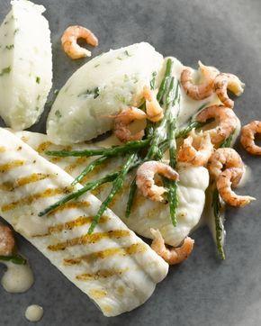 Een prachtig feestelijk gerecht, deze gegrilde zeetong met zachte knolselderpuree, grijze garnalen en zilt en knapperig zeekraal.