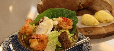Caesarsalade met tempura garnalen