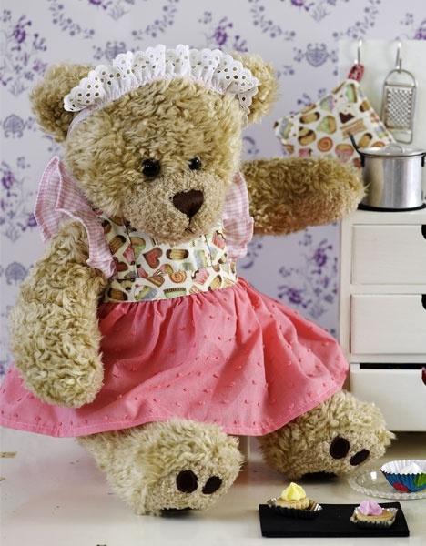 Forklædekjole til build-a-bear http://www.hendesverden.dk/handarbejde/syning/Fin-forkladekjole-til-Build-a-Bear/