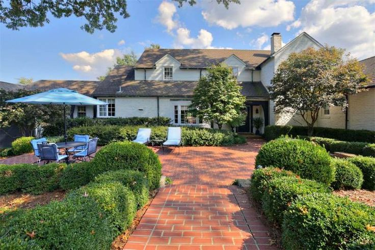 Stunning Louisville, Kentucky home for rent on Derby weekend 2017. Pool, pool house, and great location! #kyderby #kentucky #derby #louisville