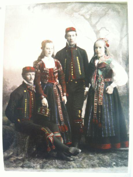 Folkdräkter ifrån Delsbo, Hälsingland (= Traditional costumes from Delsbo, Hälsingland, Sweden)