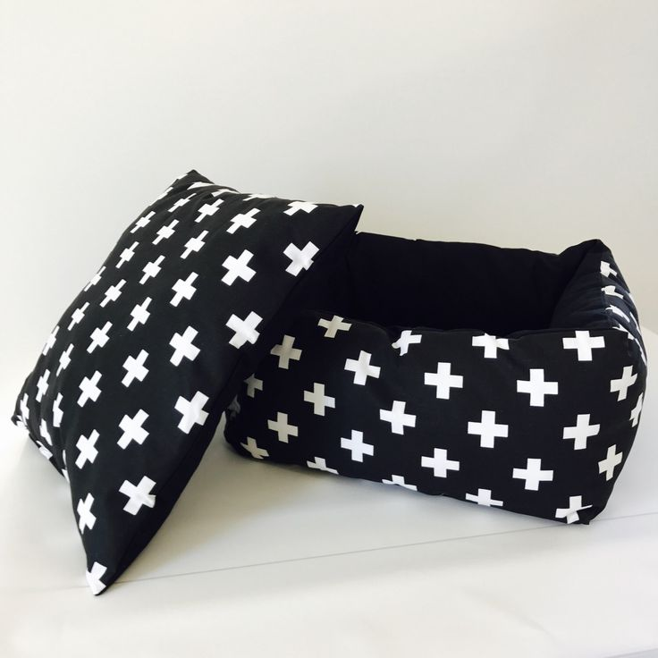 Swiss cross Bolster dog bed by Plush Pup on Etsy shop https://www.etsy.com/listing/500754240/bolster-dog-bed-swiss-cross-bolster-pet