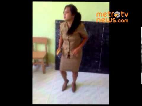 Joget Lucu ala Ibu Guru - YouTube