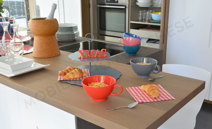 Breakfast with Bitossi: Jumbo cup, Romantic cakestand with handle.