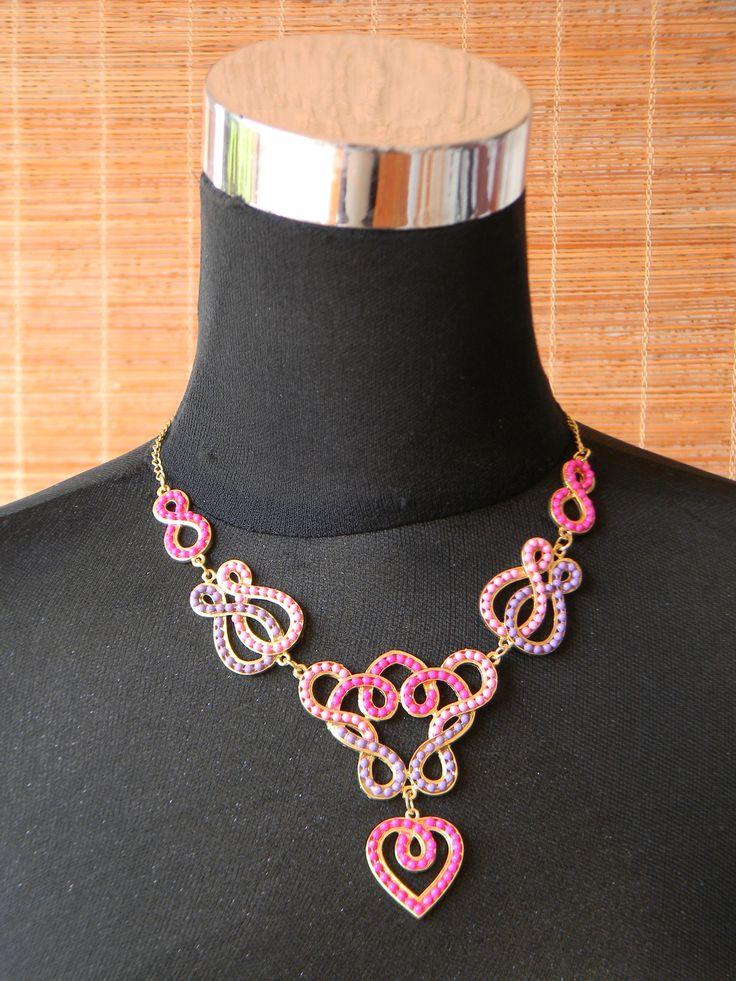 Gargantilla corazón en tonos rosas y lilas
