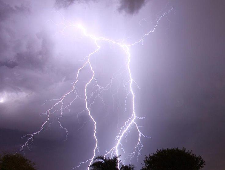 Lightning in Southern California [1023x773]