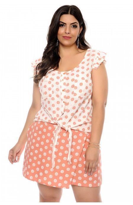 ce7864335d Conjunto plus size de blusa e short saia em linho com estampa de poá. A