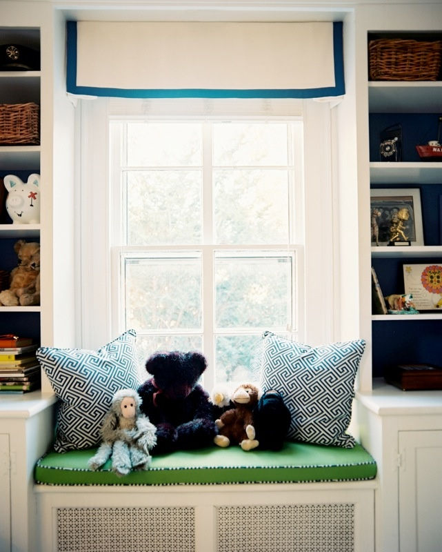Built-ins- also love the piping on the cushion