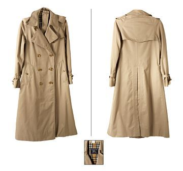 English description BURBERRY TRENCH COAT  Burberry, England. Beige canvas lined with Burberry tartan.  1970s  Goals from armhole to armhole: 45 cm  Length from shoulder to bottom edge: 112 cm