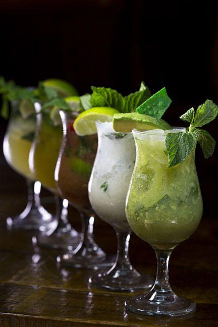 El bartender y gerente general de Lupis en Viejo San Juan, Freddie Márquez, preparó 5 recetas de mojitos: coco, guayaba, parcha, guacamole y original. (Foto por Wanda Liz Vega / GFR Media)