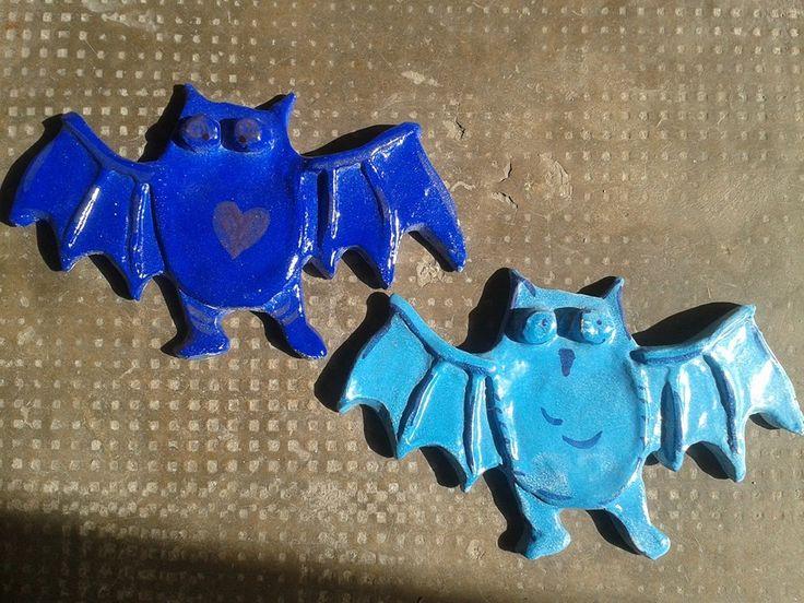 due pipistrelli, cad 5 euro,  ceramica rtigianale, trovate entrambi sulla mia pagina facebook Lab Liù. si spedisce in tutta Italia.