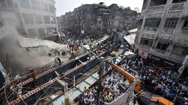 #KolkataFlyoverCollapse : Who's to blame? Read: http://poojakshirsagar.blogspot.in/2016/04/kolkata-flyover-collapse-an-act-of-god.html