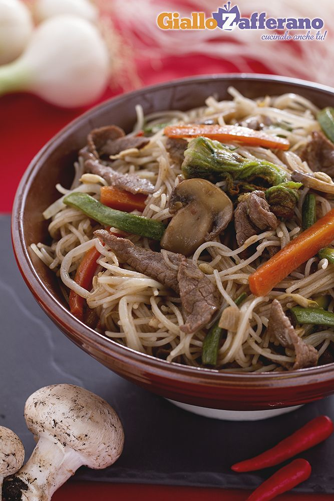spaghetti di riso con carne e verdure-cina