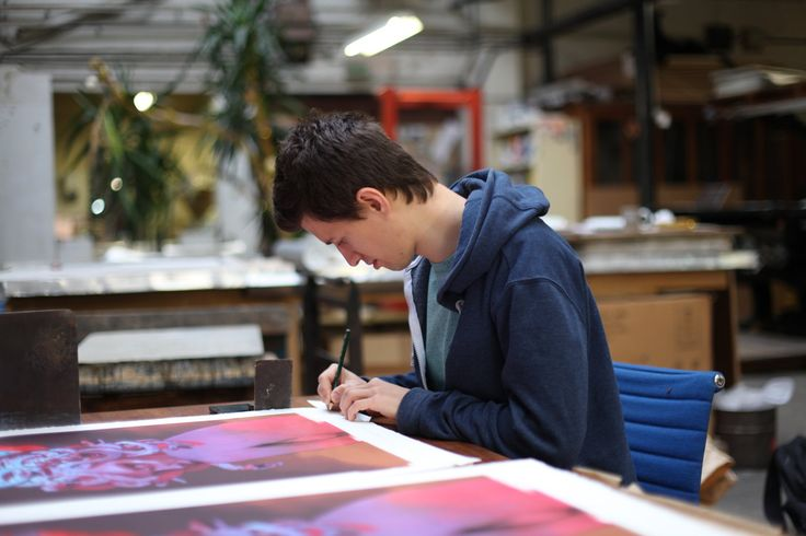 """The urban artist Bezt signing his exclusive lithograph """"Medusa"""" in our printing house IDEM in Paris. #lithograph #urbanart #medusa #bezt #artprinting #printthemall"""