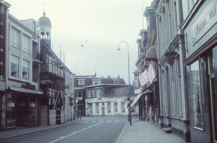 Grotestraat Noord, met het zicht op de huidige Koornmarkt, toen de T-splitsing met de Grotestraat Zuid en de Wierdensestraat.