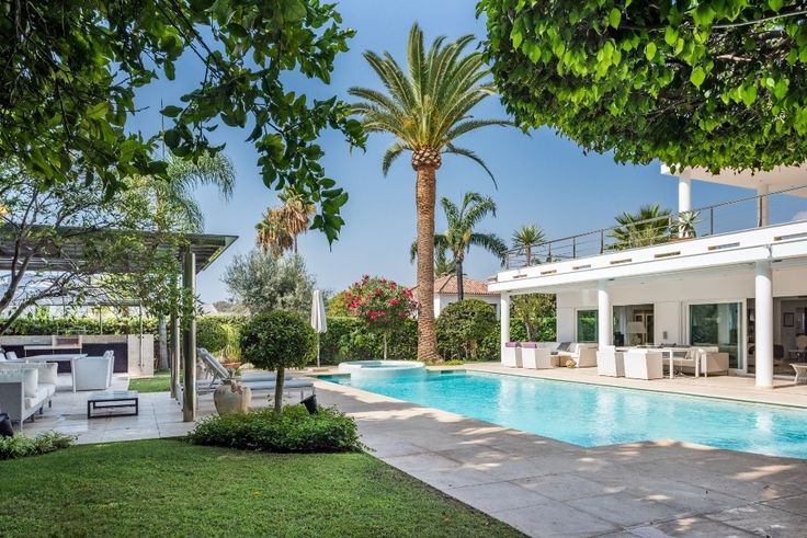 Superb Villa located within a Prestigious Gated Community in Nueva Andalucia, Marbella | €2.595M | 4 Beds | 4 Baths | Built: 347m2 | Plot: 1.200m2 | Terrace: 207m2 https://butterflyresidential.com/en/show/sale/28905/