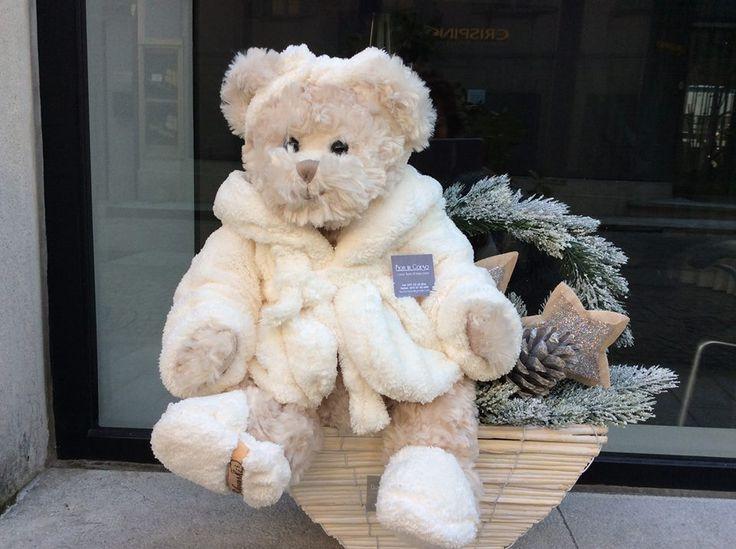 Composizione natalizia con orso in accappatoio