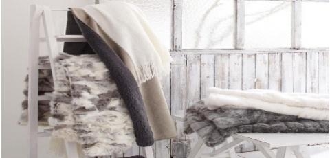 Dicen que ha llegado a nosotros un Febrero muy frío, ¡No te resfríes! The Outlet Room os presenta una campaña llena de cojines y mantas calentitas y suaves, de pieles sintéticas pero muy conseguidas.