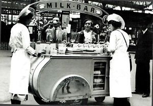 08844X-Postcard-London-Milk-Bar-at-Waterloo-in-1937