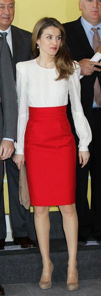 combinar una falda roja