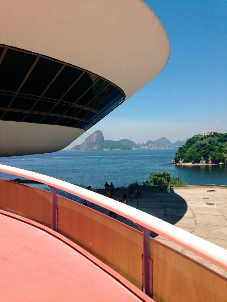 Museu de Arte Contemporânea de Niterói in Rio de Janeiro, Brazil. Photo by Aimeelam.
