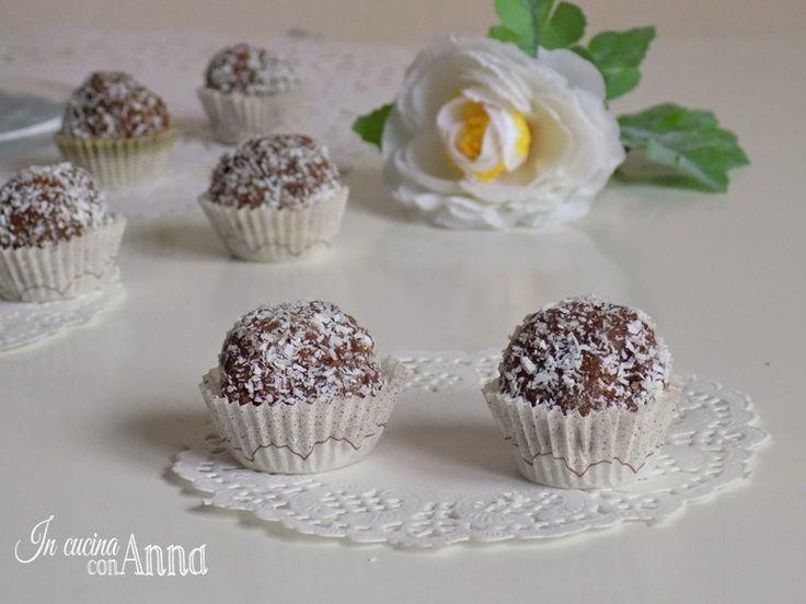 .Le palline alla nutella e cocco sono molto semplici e veloci,bastano 4 ingredienti e pochi minuti e sono perfette come dessert,da offrire agli ospiti e per tutte le vostre feste e buffet..