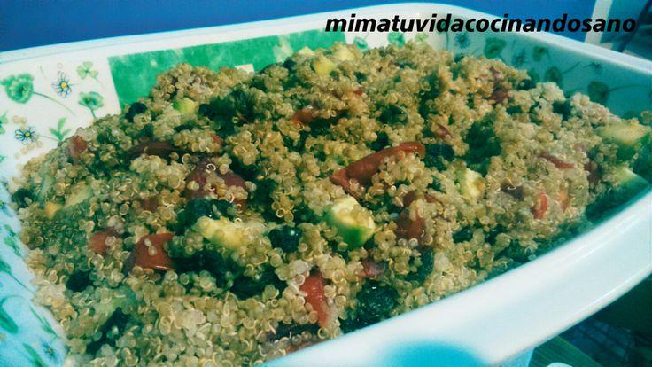 ENSALADA DE QUINOA CON PASAS ¿Sabíais que la quinoa es el único alimento que contiene todos los aminoácidos esenciales?Además, laquinoaposee un excepcional equilibrio deproteínas, fibra, grasas no satur…