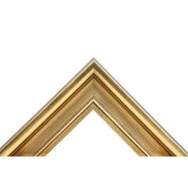 Oden Glossy Gold är en ram som ger dig det lilla extra. Med en guldförgylld blank topp med guldfärger schatterade mot brunt, får du härliga toner och effekter. Svensk hantverk på stavlimmad svensk furu. Passar överallt där man vill ha en fin och exklusiv ram som syns på väggen. Välj Oden Glossy Gold om du vill ha en ram som syns och sticker ut. Profiltyp hålkäl med vinkelrät utsida markerar inramningen mycket fint. Bredd: 48 mm. Höjd: 29 mm. Falsdjup: 6 mm.