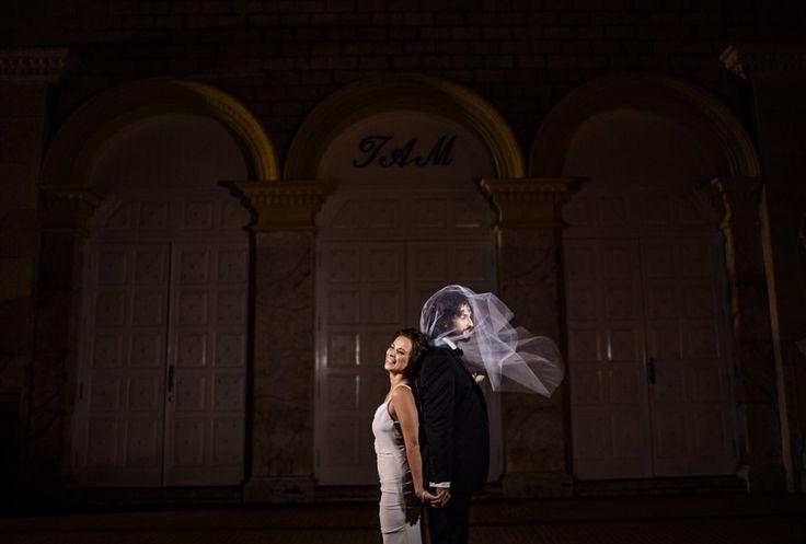 Wedding day photoshoot, The real love in centro historico - Cartagena - Colombia #weddingphoto #weddingdestination # #lovely #cartagena #destination #pedrazaproducciones #peperojano #weddingphotographer