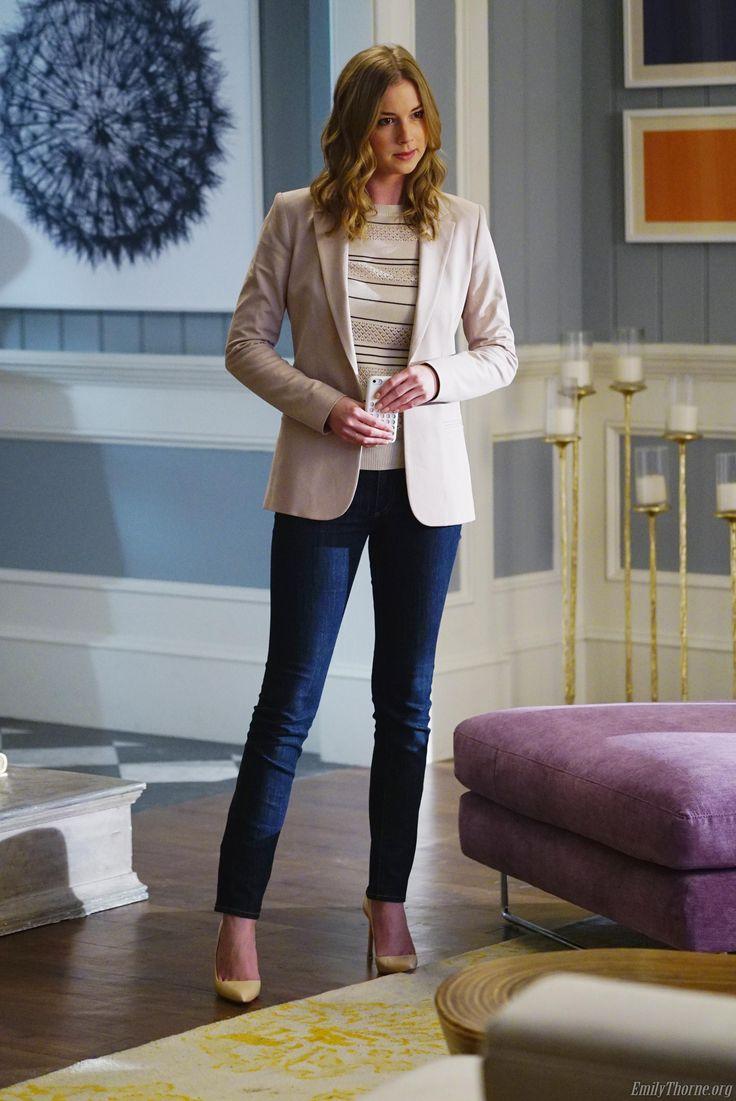 Revenge - Serie TV - look - style - estilo - inspiration - inspiração - moda - fashion - calça jeans - camisa - blusa - blazer - sapato scarpin  -jeans - shirt - blouse - blazer - shoe scarpin - elegante - elegant - Amanda Clarke - Emily Thorne (Emily VanCamp)