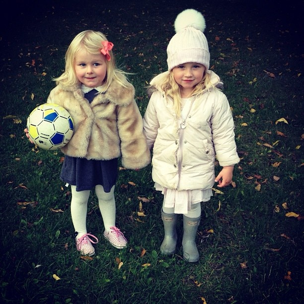 Best friends. Lovely jackets from Mona Lisa and Ver de Terre.