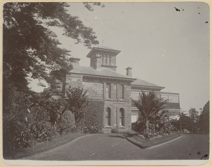 Retford Hall, Yarranabbe Rd & Thonton St, Darling Point. Retford Hall was built by Anthony Hordern II in 1865 to a design by Edmund Blacket and was demolished just over one hundred years later.