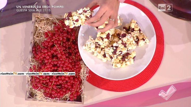 """""""Detto Fatto"""": la ricetta delle barrette ai mirtilli e popcorn al grana di Simone Lapadula del 1 aprile 2016."""