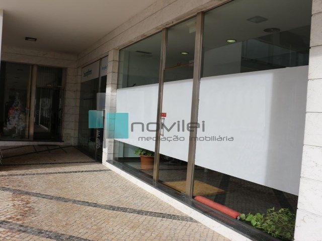 Loja de rua c/ 52,5m2 no edifício Praça Nova, Urbanização Nova Leiria Para Arrendamento!  #arrendar #arrendamento #novilei #imoveis #loja #shop #imobiliaria #leiria #novaleiria