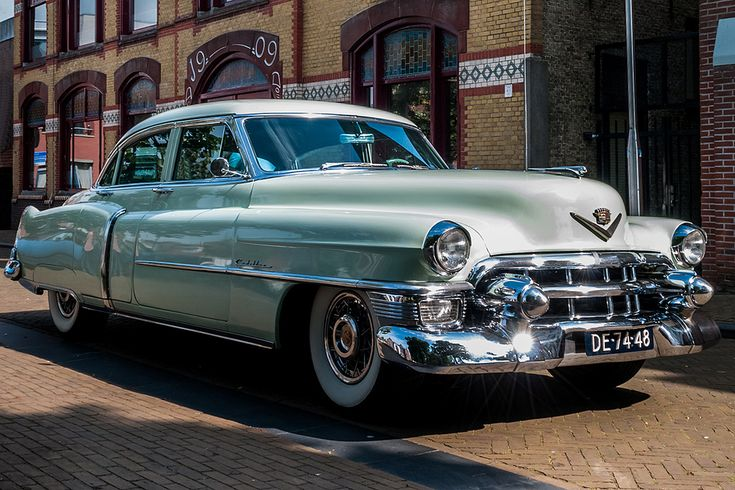 https://flic.kr/p/o5nAcL | '53 Cadillac de Ville Sedan Series 62 | The de Ville was originally a trim level and later a model of General Motors' Cadillac marque. The first car to bear the name was the 1949 Coupe de Ville, a prestige trim level of the Series 62 luxury coupe. The last model to be formally known as a De Ville was the 2005 Cadillac DeVille, a full-size sedan, the largest car in the Cadillac model range at the time.