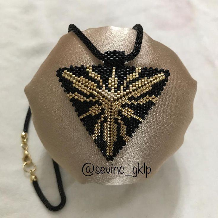 #miyuki #handmade#üçgenkolye #boncuk #elyapımı #trabzon #siparişalınır #öncekadın #sevinç gökalp#