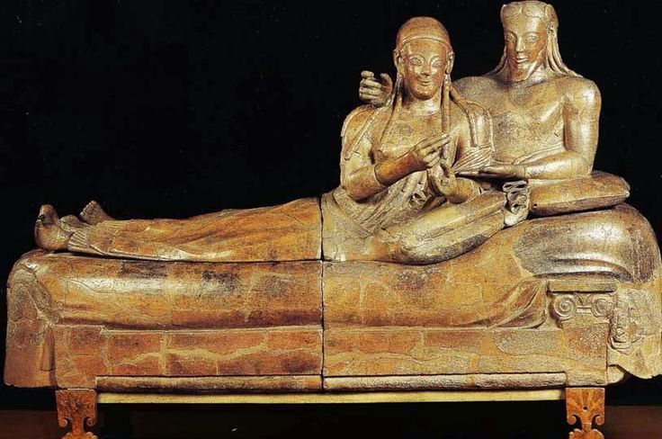 Etrüsk bilginlerinin hemfikir olduğu Etrüsklerin medeniyet tarihinde çok önemli bir yeri olduğudur. Gerçekten, bugün İtalyan müzelerini, Louvre Müzesini, Bri