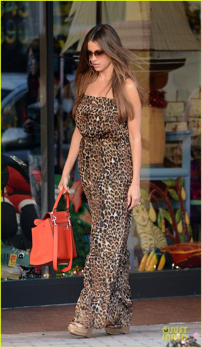 A leopard printed maxi can be worn day or night. Pair it with a bold bag for a glam look. (Sofia Vergara)