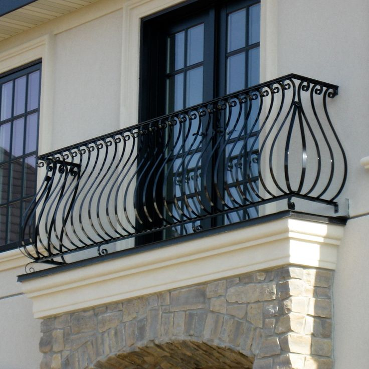 The 25 best balcony railing design ideas on pinterest for Metal balcony