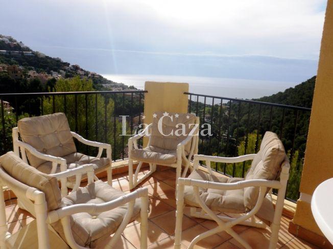 Het adembenemende zeezicht lacht u vanaf elke kamer en elk terras tegemoet in deze schitterende accommodatie!