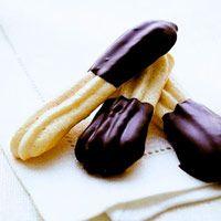 PASTAS DE ALMENDRA Y CHOCOLATE (Almond Macaroon Fingers) #galletas #RecetasConChocolate #RecetasParaUnTeaParty