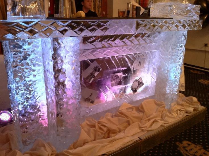 Baruri de gheata sculptate manual pentru orice tip de eveniment pe www.directsound.ro