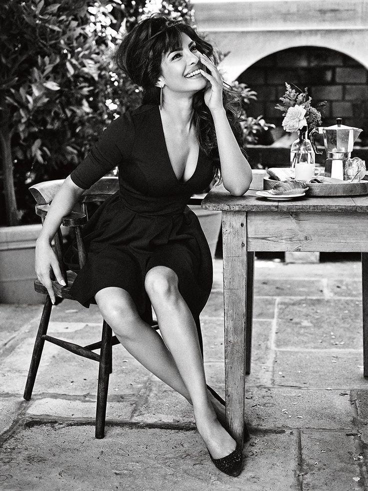 Priyanka Chopra #GUESSGirl  Ő a Guess első indiai reklámarca A bollywoodi Priyanka Chopra szinésznőben fedezte fel a márka a fiatal Sophia Lorent.  http://divany.hu/tejbenvajban/2013/11/02/reklam/
