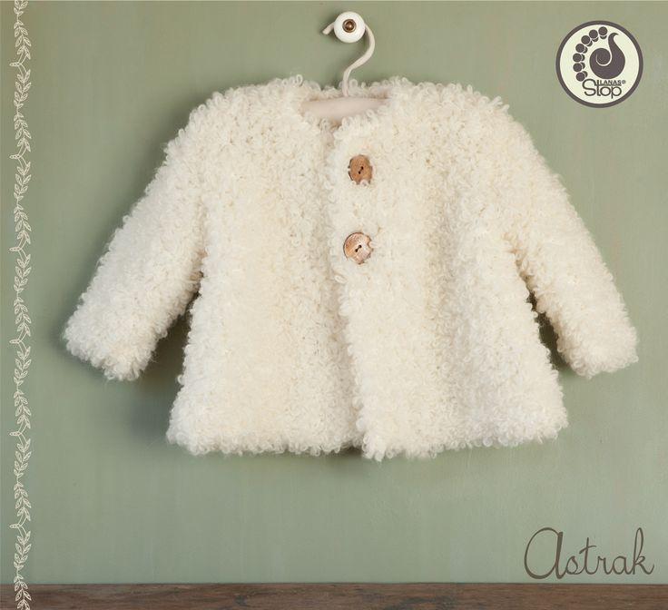 ¿No estaría tu bebé maravilloso con este abrigo de Astrak? Desde LANAS STOP, te ayudamos a que este de lo más calentito. Elige el color que ...