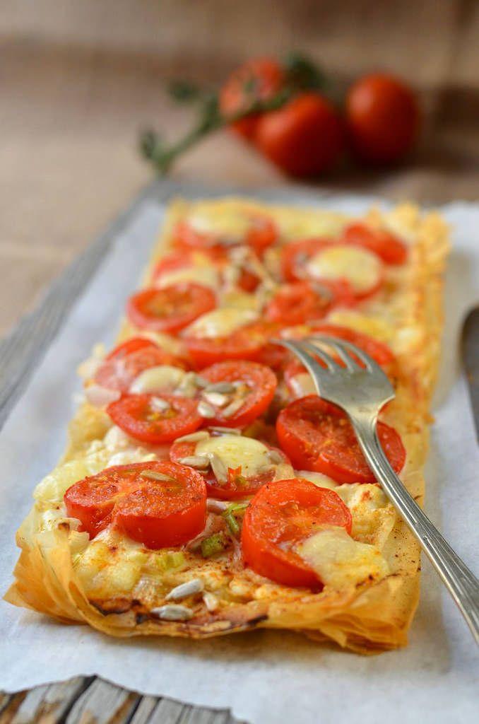Comme promis voici une autre recette à base de pâte filo en version salée, j'ai nommé, la tarte fine à la tomate, mozzarella et moutarde !