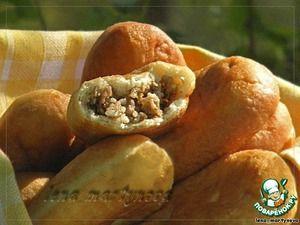 """Пирожки из дрожжевого заварного теста  Ингредиенты для """"Пирожки из дрожжевого заварного теста"""": Мука(по 250 мл) — 4 стак. Вода(1 стакан (250 мл) тёплой для разведения дрожжей, 1 стакан кипятка для заваривания теста) — 2 стак. Дрожжи(свежие, можно заменить сухими быстрорастворимыми - 10г) — 50 г Сахар— 1 ст. л. Соль— 1 ч. л. Масло растительное— 3 ст. л."""